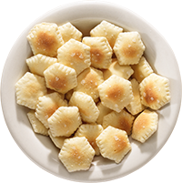 Every meal at Skyline starts with complimentary oyster crackers.